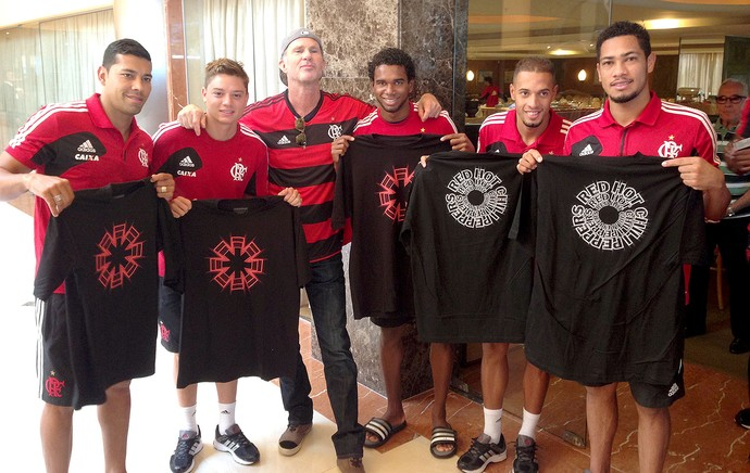 Chad Smith baterista do Red Hot Chili Pepers com o time do Flamengo (Foto: Gabriel Rangel / AgNews)