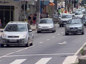 acidentes automobilísticos Juiz de Fora MG balanço atropelamentos carros (Foto: Reprodução/TV Integração)
