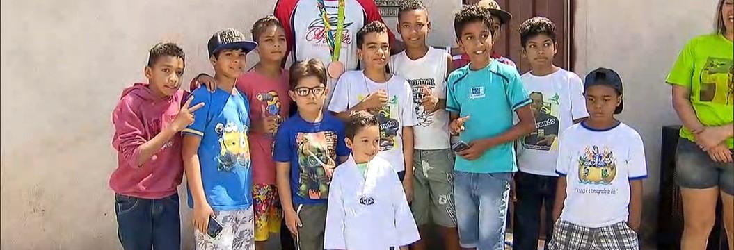 Medalhista na Olimpíada, Maicon Siqueira é recebido com festa em Justinópolis