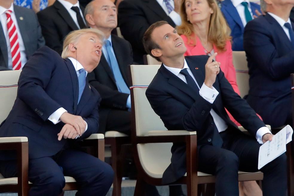 Presidentes Emmanuel Macron (França) e Donald Trump (EUA) participam de tradicional desfile militar na Avenida Champs Élysées, em Paris, nesta sexta-feira (14) (Foto: Michel Euler/ AP)