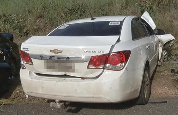 Acidente aconteceu entre as cidades de Estrela do Norte e Mara Rosa (Foto: Marcos Carvalho/TV Anhanguera)