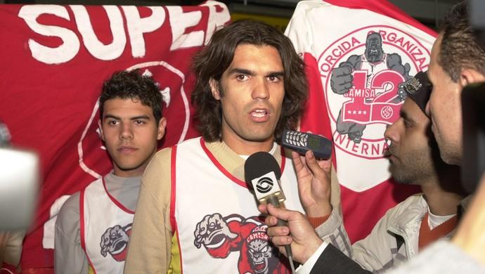 Fernandão é contratado pelo Inter em 2004 (Foto: Robinson Estrasulas / Agência RBS)