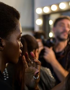 Galeria de fotos dos bastidores da 'A Brand' no SPFW N42