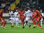 Love marca de pênalti na vitória  do Alanyaspor sobre o Kayserispor