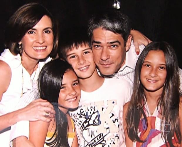 Bonner, Fátima e os filhos, quando eram menores (Foto: TV Globo)