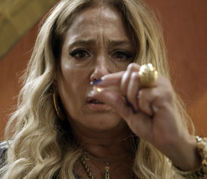 Adisabeba encontra os diamantes (Foto: TV Globo)