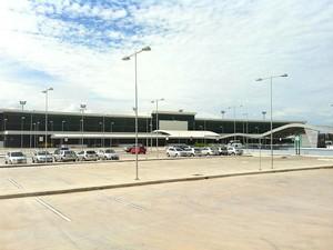 Avião fez pouso no Aeroporto Internacional Eduardo Gomes após suspeita de sequestro (Foto: Girlene Medeiros/G1 AM)