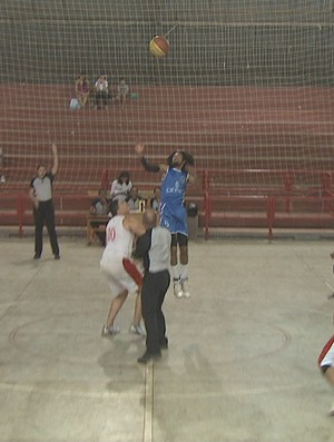 Campeonato Acreano de Basquete adulto masculino no Álvaro Dantas (Foto: Reprodução/TV Acre)