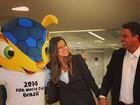Paula Morais posta foto com Ronaldo e mascote da copa