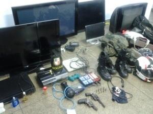 Material apreendido com grupo no momento da prisão, em Manaus (Foto: Divulgação/Polícia Militar)