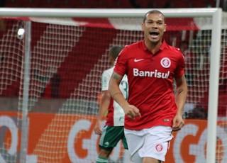 Nilton comemora gol contra o Palmeiras (Foto: Diego Guichard)