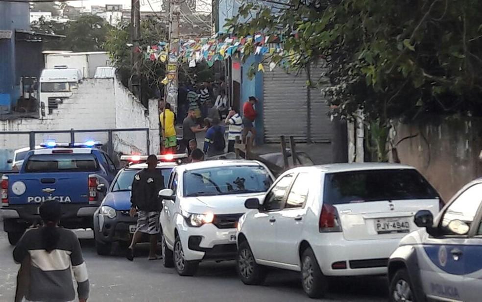Motorista foi morto no bairro Campinas de Pirajá, em Salvador (Foto: Vanderson Nascimento/ TV Bahia)
