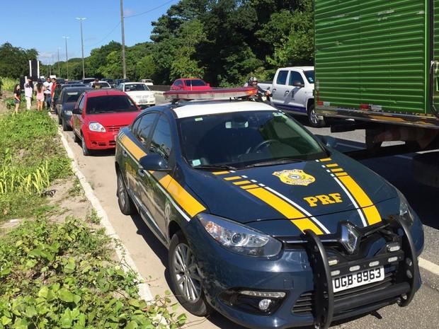 No outro engavetamento, cinco veículos bateram perto do Unipê, em João Pessoa (Foto: Walter Paparazzo/G1)