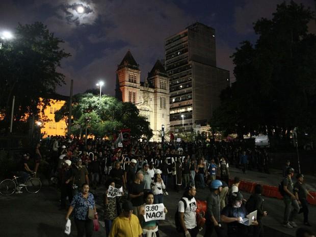 Manifestantes ocupam o Largo São Bento (Foto: Marcelo Brandt/G1)