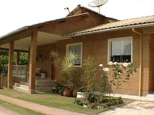 Casa foi construída com 40 mil tijolos ecológicos (Foto: Reprodução/TV Gazeta)