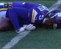 """Quarterback dos Vikings leva pancada ilegal e """"apaga"""" em campo na NFL"""