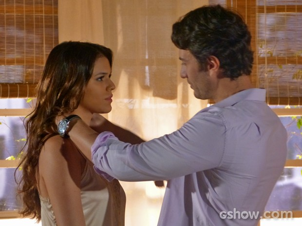 Laerte pede Luiza em casamento (Foto: Em Família/ TV Globo)