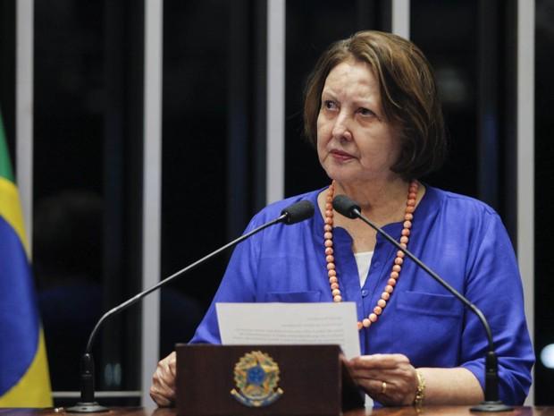A senadora Maria do Carmo Alves (DEM-SE) discursa na sessão da votação do processo de impeachment da presidente Dilma no Senado, em Brasília (Foto: Beto Barata/Agência Senado)