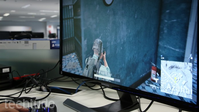 "Monitor UHD 28"" LU28E590DS/ZD (Foto: Yuri Hildebrand/TechTudo)"