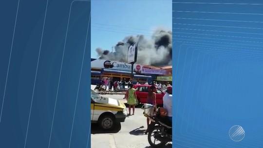 Incêndio atinge loja de supermercado em Coroa Vermelha; assista ao vídeo
