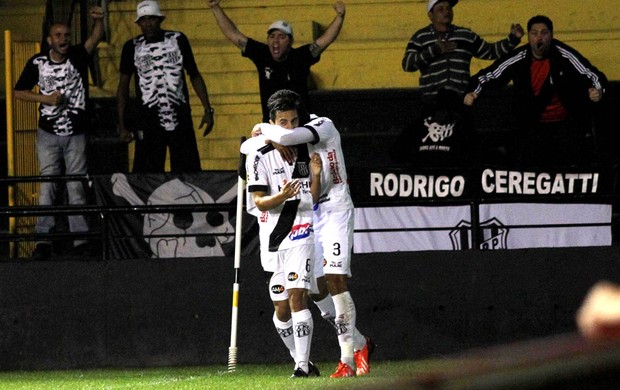 Comemoração da Ponte preta contra o Criciúma  (Foto: Fernando Ribeiro / Futura Press)