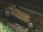 Motorista dorme ao volante, bate em carro no acostamento e um morre
