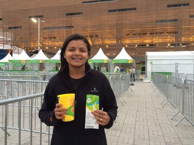 Professora Linda Souza aprovou a nova determinação de comprar comidas nas arenas (Foto: Matheus Rodrigues/G1)