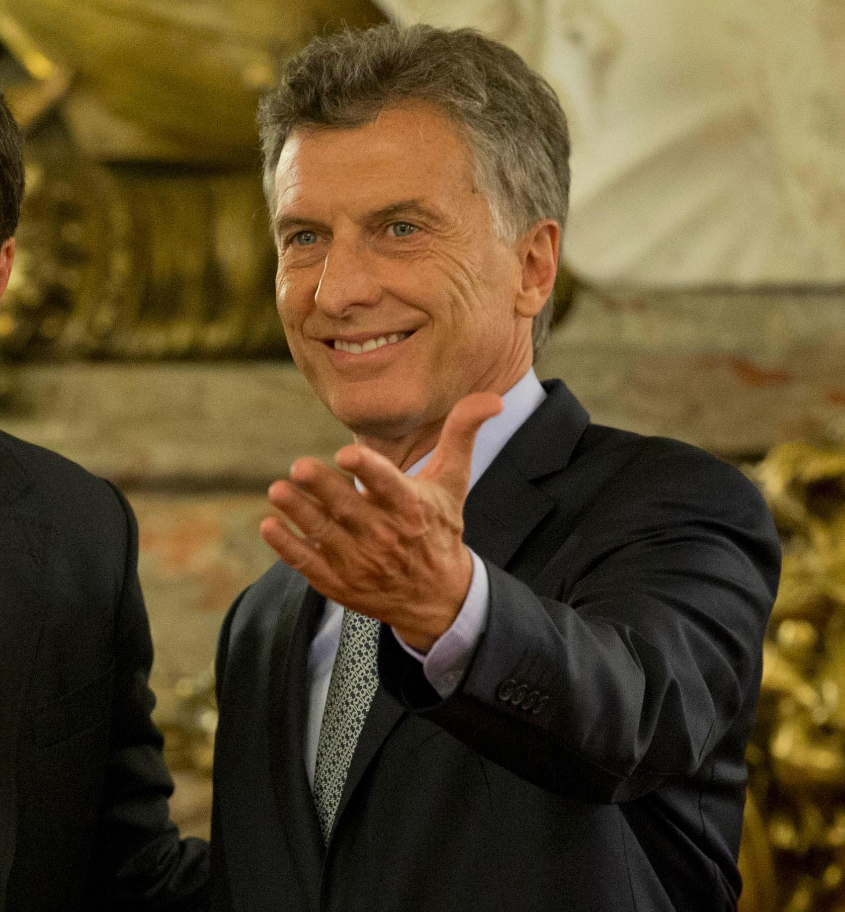 Mauricio Macri na Casa Rosada nesta quinta-feira (18) (Foto: AP/Natacha Pisarenko)