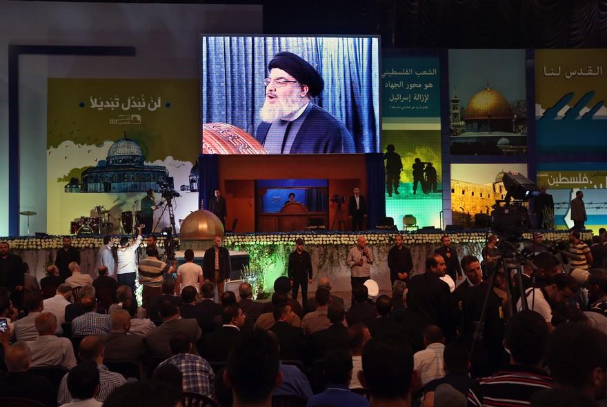 O líder do grupo xiita libanês Hezbollah, Hassan Nasrallah, aparece durante evento em Beirute em comemoração ao Dia de Al Quds (Jerusalém), quando muçulmanos do mundo mostram apoio ao povo palestino no último dia do Ramadã