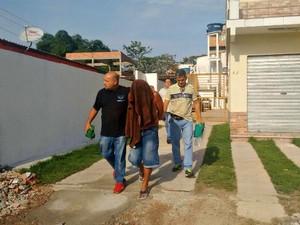 Suspeito foi preso na manhã desta quinta (12), dentro de sua casa (Foto: Ana Graziela/ Rede Amazônica)