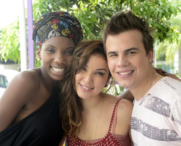 Késia, Liah e Danilo entram no clima de final do ano e participam de amigo oculto (Foto: The Voice Brasil/Tv Globo)