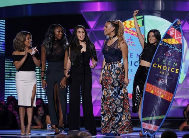 Fifth Harmony recebe prêmio no Teen Choice Awards (Foto: Reuters/Mario Anzuoni)