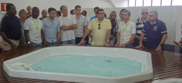 Representantes visitaram a estrutura do estádio (Foto: Gustavo Pêna/GLOBOESPORTE.COM)