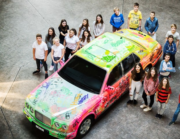Hotel suíço transforma modelo exclusivo de Limousine em obra de arte com a ajuda de crianças   (Foto: reproduçao)
