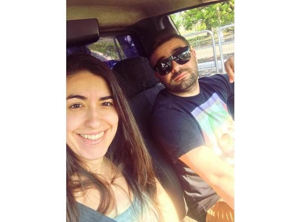 Roberta e o marido voltando para a casa a pós a coleta de óvulos e esperma (Foto: Acervo pessoal/Reprodução Instagram)