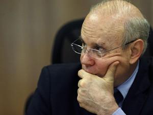 Ministro Guido Mantega em entrevista nesta terça (5). (Foto: Ueslei Marcelino/Reuters)