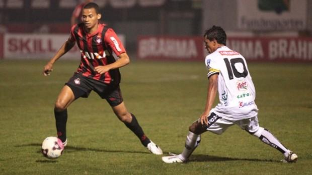 Volante Cleberson, do Atlético-PR, contra o ASA (Foto: Cleber Yamaguchi/Site oficial do Atlético-PR)