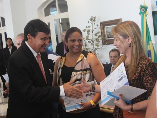 Profissionais cubanos foram homenageados pelo governador Wellington Dias  (Foto: Beto Marques/G1)