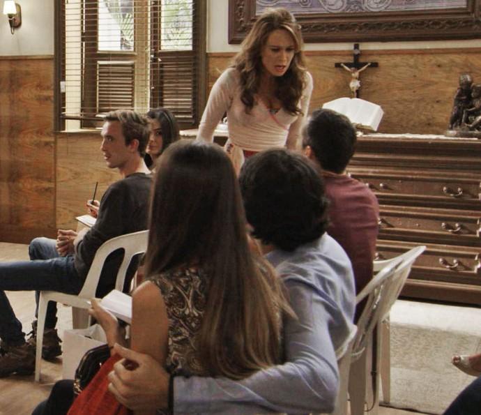 Tancinha faz o maior barraco com Apolo durante curso de noivos (Foto: TV Globo)