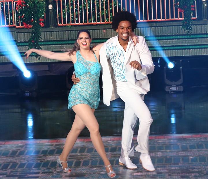 Mariana Santos e Marcus Lobo dançam um clássico do samba (Foto: Carol Caminha / Gshow)