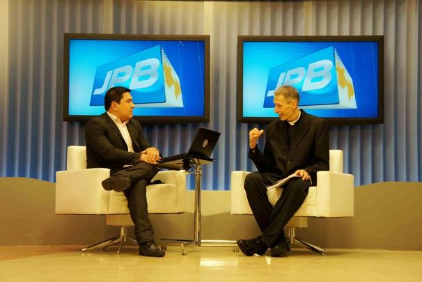 Bruno Sakaue e Padre Marcelo Rossi (Foto: Alysson Bernardo/TV Cabo Branco)