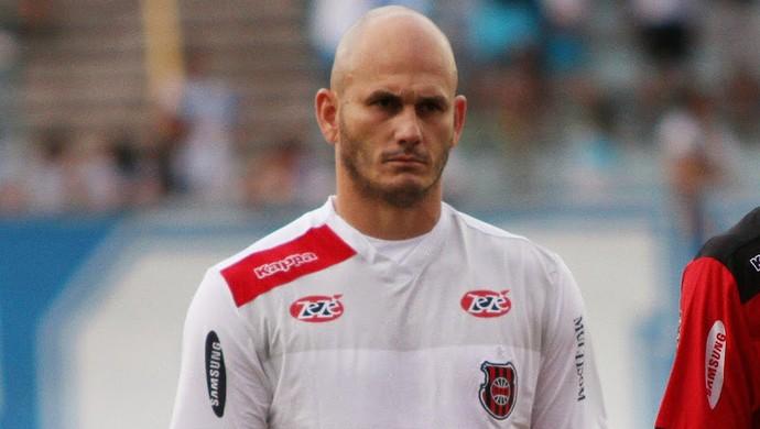 Eduardo Martini foi expulso, e fica fora do primeiro jogo da final da Série D (Foto: Carlos Insaurriaga/Brasil de Pelotas)