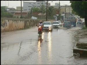 Chuva em Araguaína caiu por mais de uma hora e provocou alagamentos (Foto: Reprodução/TV Anhanguera)