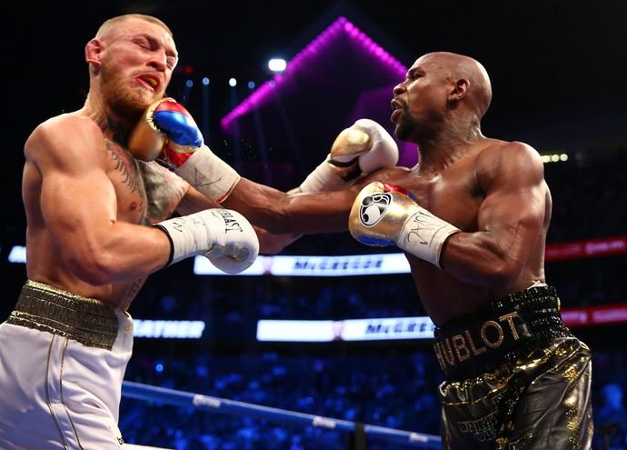 Floyd Mayweather e Conor McGregor lutam em Las Vegas (Foto: Reuters)
