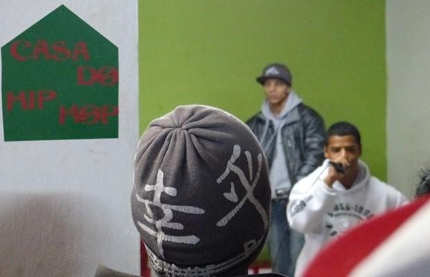Rolou muito rap, com a galera caprichando nas rimas e nos recados (Foto: Divulgação/RPC TV)