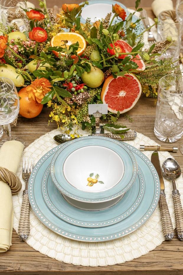 Como decorar uma mesa com flores e frutas (Foto: Julio Acevedo)