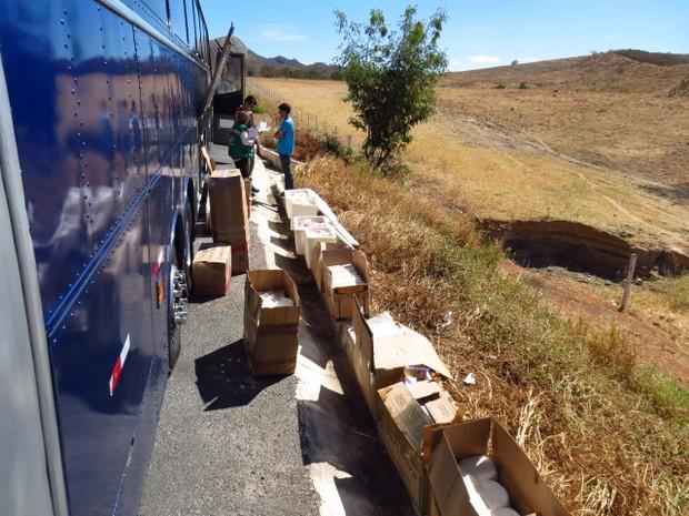 Parte dos produtos estavam dentro de um ônibus clandestino (Foto: MPMG/Divulgação)