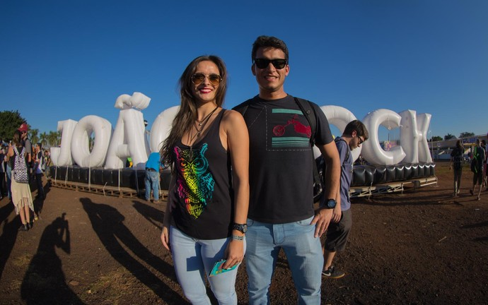 Jéssica Perico e o namorado Tiago Alves no João Rock 2016 (Foto: Mateus Rigola/Gshow)