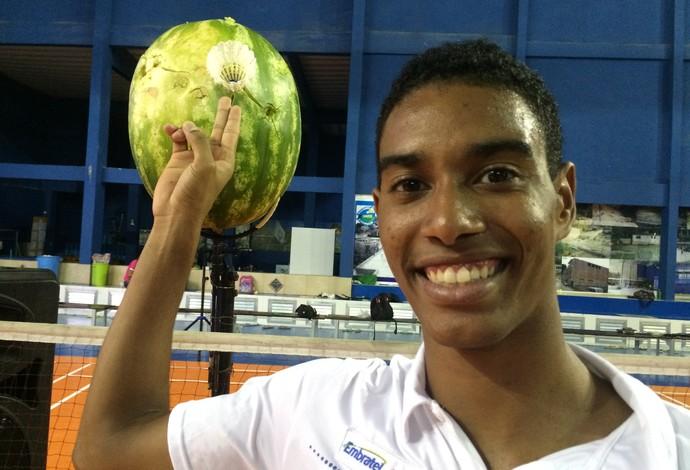 Desafio Olímpico, Ygor Coelho, melancia, badminon (Foto: Matheus Tibúrcio)