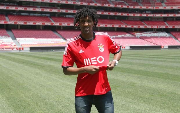 Cortez apresentação Benfica (Foto: Divulgação/Site Oficial do Benfica)
